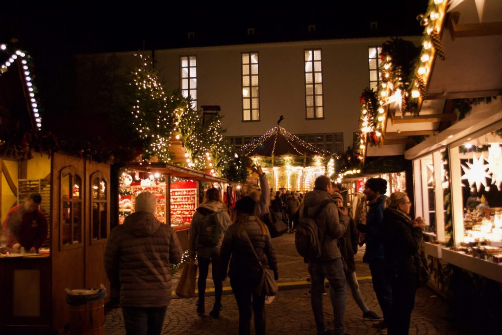 Gift stalls in the Heidelberg Christmas Market in the Universitätplatz