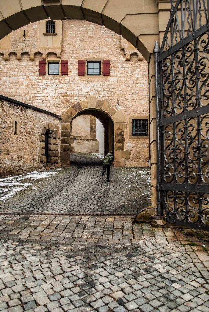 Kloster entrance w E