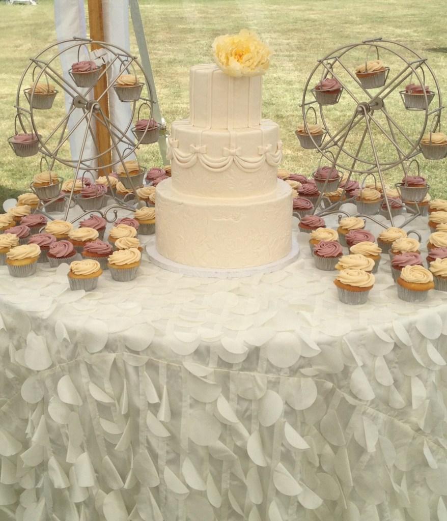 Ferris Wheel Cupcake Stands | ErinBakes.com