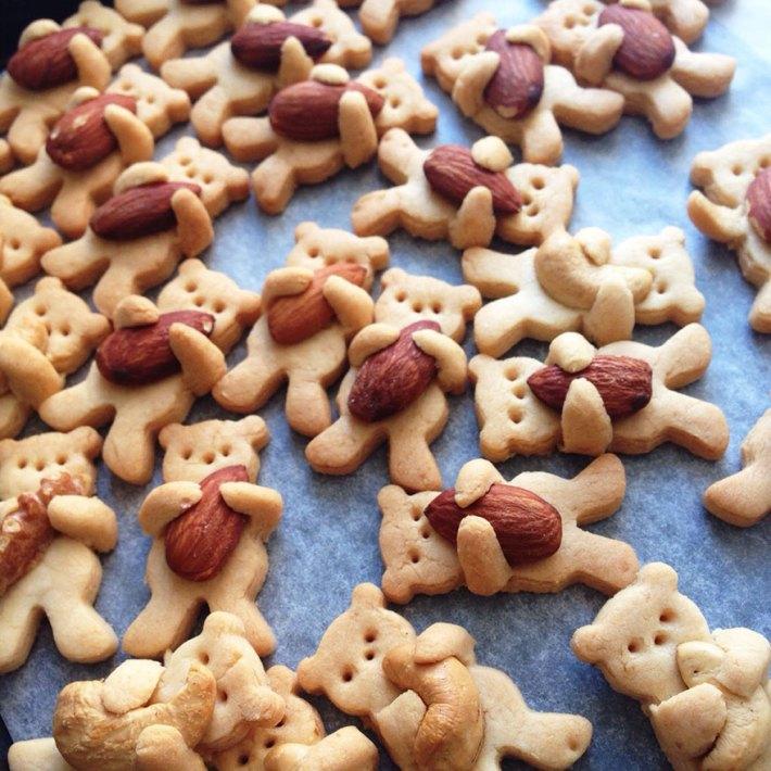 Hugging Bear Cookies by Maa Tamagosan | Erin Gardner | ErinBakes.com