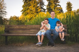 Seattle family photographer family of 3 boys on Bellevue park bench