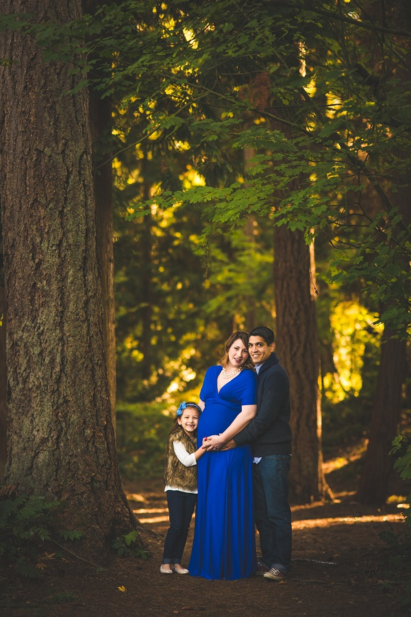 Maternity photo with family by Seattle Maternity Photographer Erin DuPree