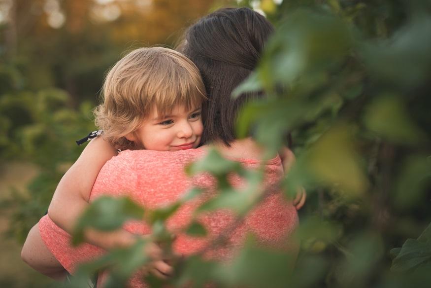 Kirkland family photographer Erin DuPree captures sweet moment between mother and daughter