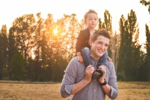 Photo of father holding son on his shoulders by Kirkland family photographer Erin DuPree