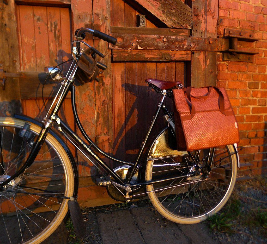straw pannier, image credit: Le Vélo Victoria
