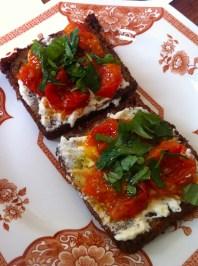 Tomato, fetta and basil