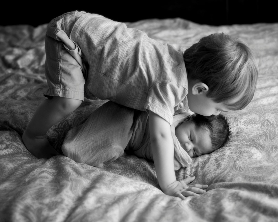 Newborn baby with sibling. Black and white newborn photography in fairfax, VA