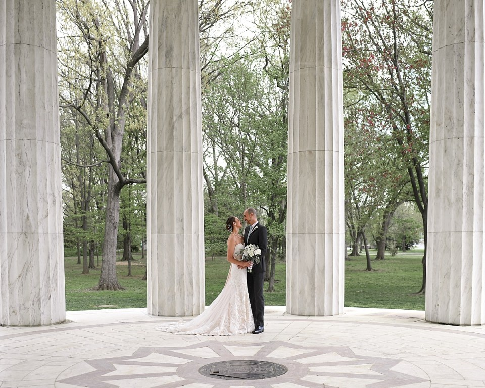 DC War Memorial Wedding Portraits by Erin Tetterton Photography