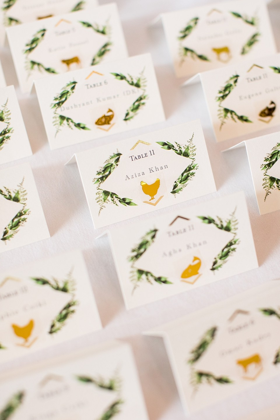 Placecard Display in green and white at Restaurant 2941