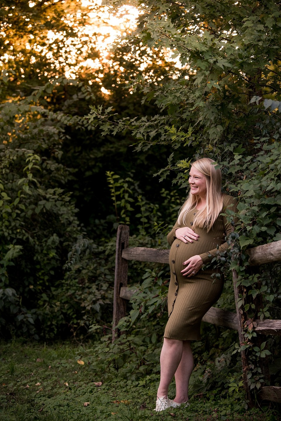Maternity Photos at Greenspring Gardens by Erin Tetterton Photography
