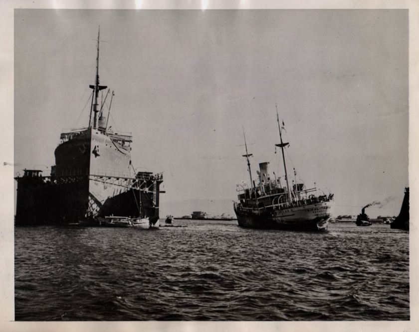 Massawa 1943 salvaging ships