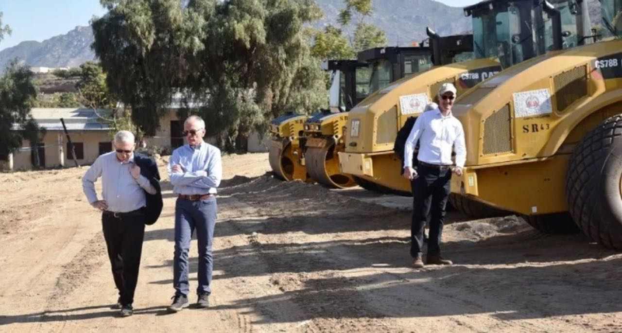 EU and UK ambassadors inspect EU Emergency Trust Fund for Africa aided road programme in Eritrea