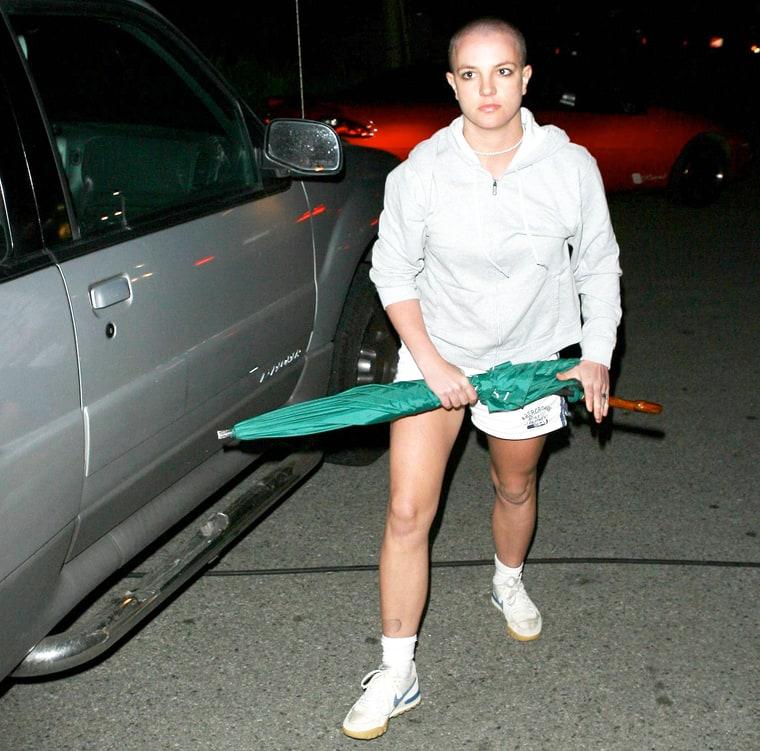 En el 2007 Britney Spears atacó a los paparazzis con un paraguas