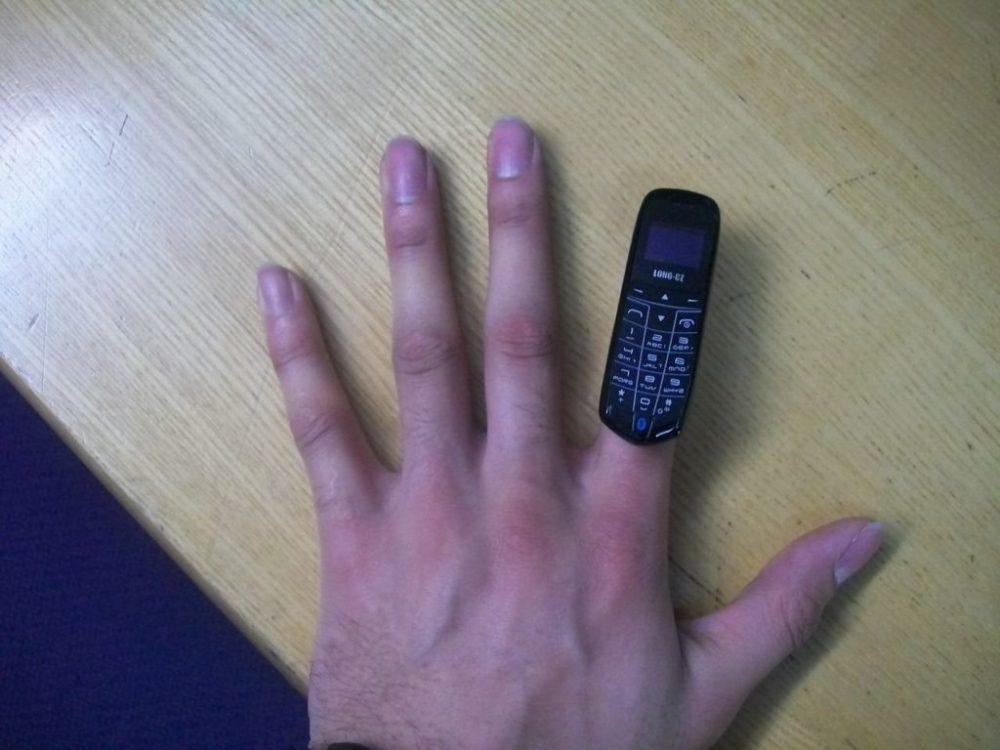 "Este es el tamaño del ""beat the boss phone"""
