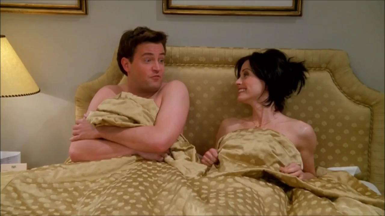 Chandler y Monica en cama después de tener sexo