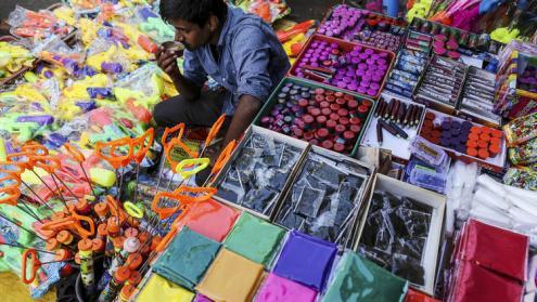 Vendedor de polvo de colores en Mumbai, India