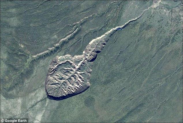 Toma aérea del crater Batagaika