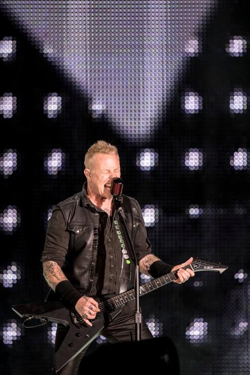 Hetfield a la cabeza de la primer fecha