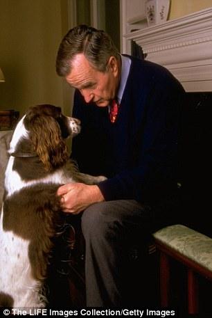 George H. W. Bush con su perrito presidencial