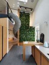 Los afortunados de este edificio de departamentos en Ucrania tienen un jardín hecho por Ki Design Studio