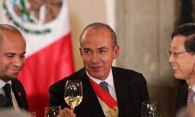 ¡Felipe Calderón se está descontrolando en Twitter!