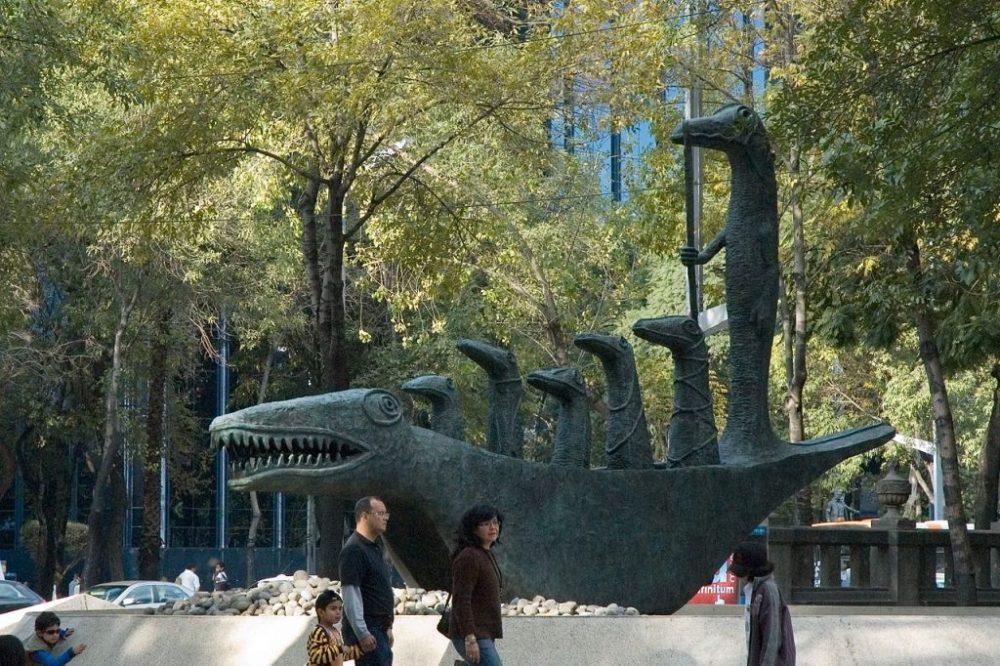 El 26 de marzo del 2000, Carrington donó a la ciudad de México el Cocodrilo