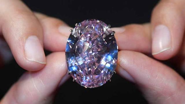 """Diamante """"Estrella Rosa"""" es la piedra subastada más cara del mundo"""