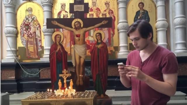 Enjuician a youtuber por jugar Pokémon Go en una iglesia