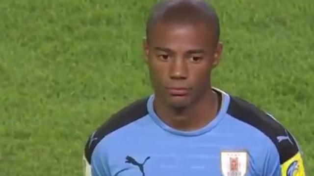 FIFA se equivoca y toca el himno chileno en lugar del uruguayo