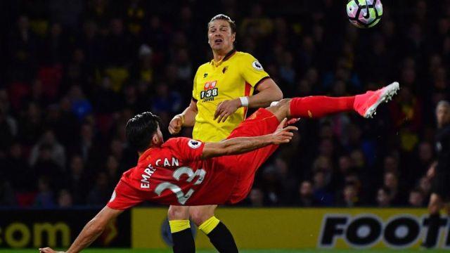Liverpool se mete a puestos de Champions con un espectacular golazo de chilena