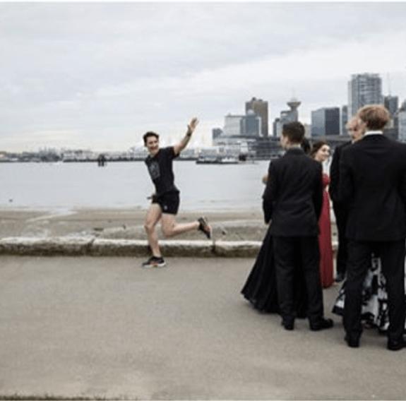 No todos los días aparece Trudeau en tu foto de graduación