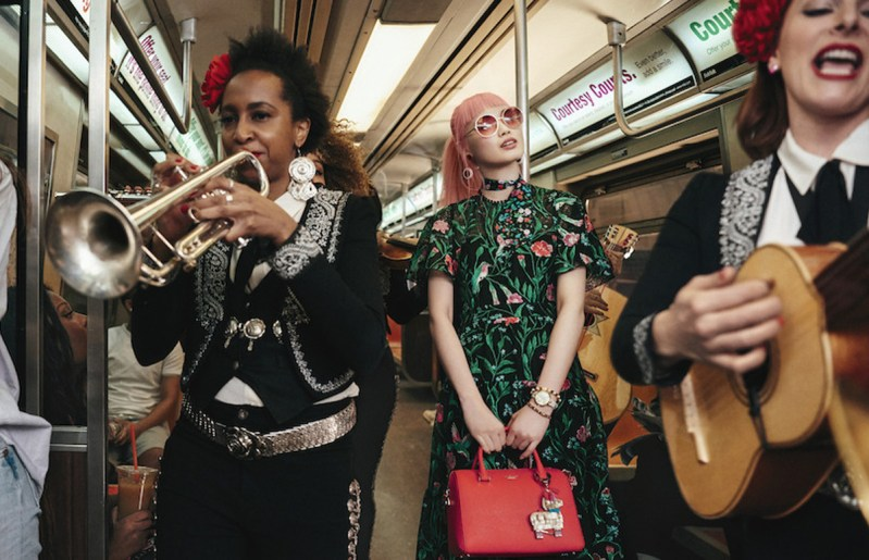 Mariachis en el tren de nueva york kate spade