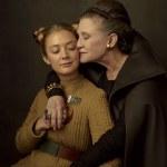 Billie Lourd y su madre, Carrie Fisher, como la Teniente Kaydel Connix y la General Organa