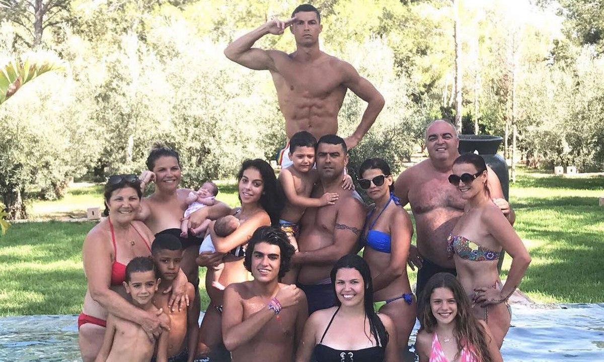 Cristiano Ronaldo postea una foto de su familia y su novia