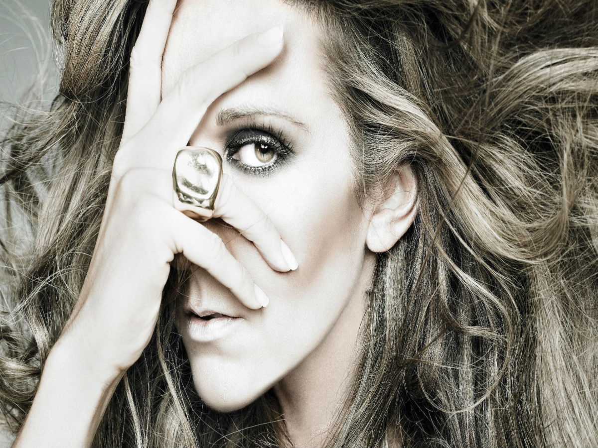 Celine Dion posa para Vogue Francia completamente desnuda