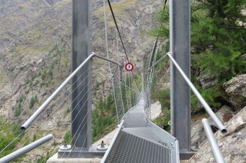 puente, colgante, suiza, alpes, inauguran, suizos