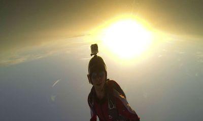 Antes de saltar, paracaidísta anuncia que no abrirá su paracaídas