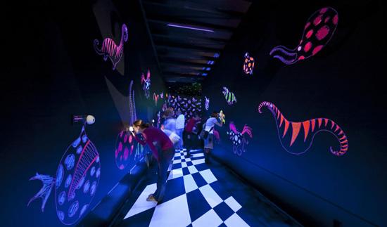 interior de la exposición de Tim Burton