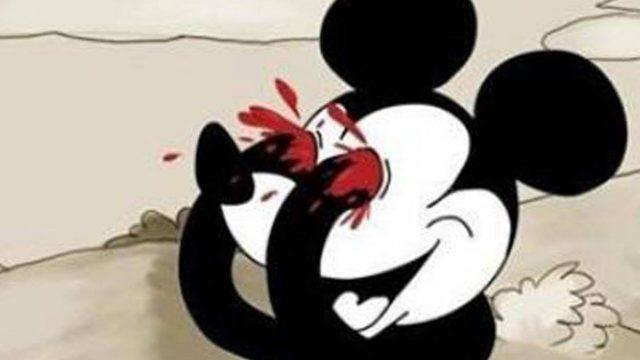Mickey Mouse sacándose los ojos con las manos
