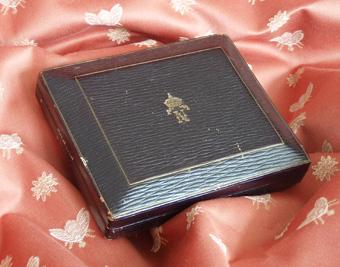 Caja donde es guardado el pene de Napoléon