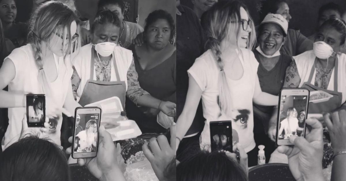 Belinda reparte tacos para los damnificados del sismo