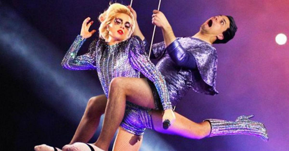 Gaga Photobomb Average Rob