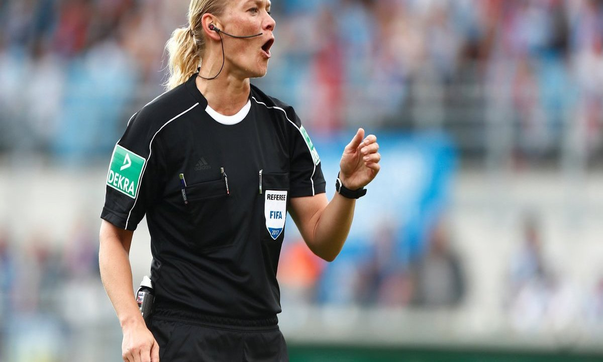 Arbitra Bibiana Steinhaus hizo historia dirigir partido Bundesliga