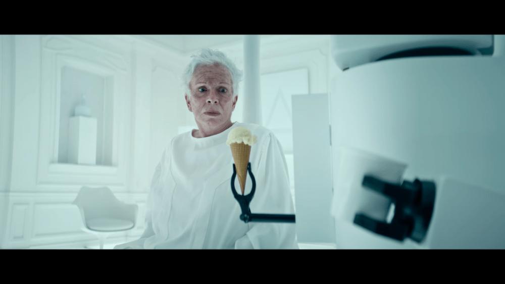 Comercial con robot del helado Halo Top