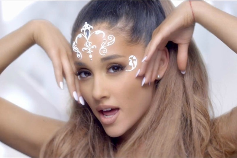 pose de Ariana Grande es el mejor meme del mundo