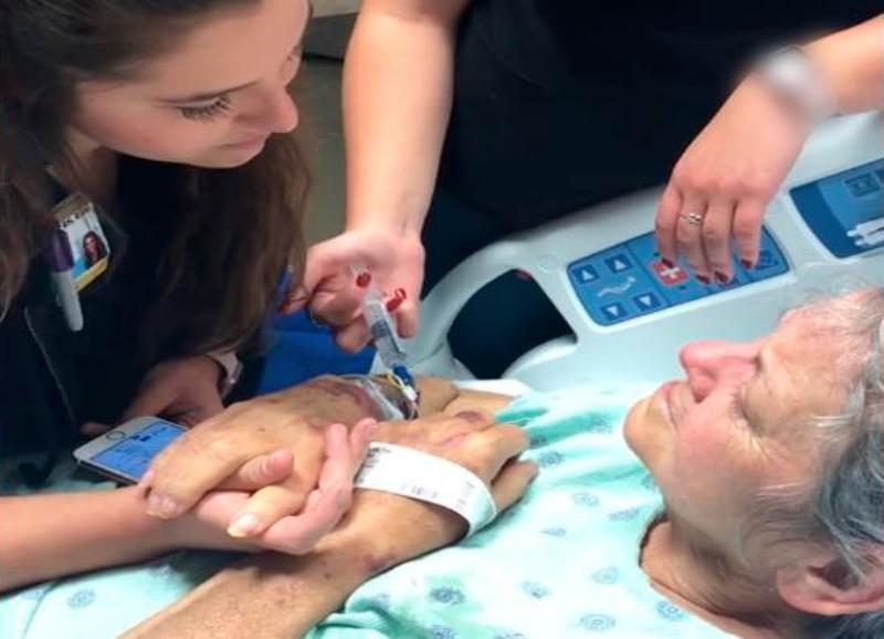 Enfermera canta para paciente moribunda y conmueve a las redes