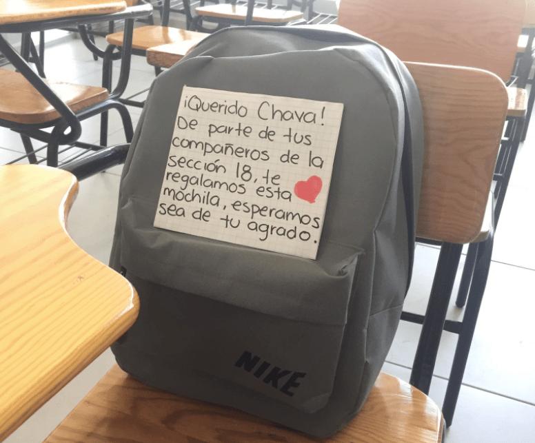 Estudiante va a la escuela sin mochila y la reacción de sus compañeros te hará llorar