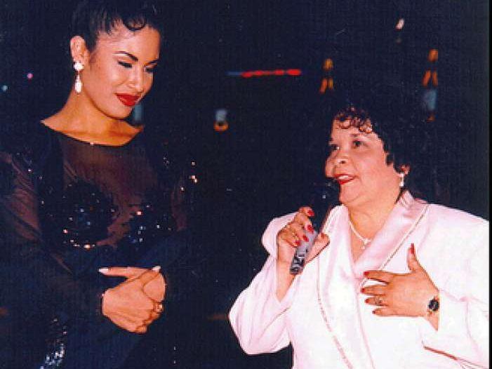 Selena Quintanilla junto a su asesina, Yolanda Saldívar
