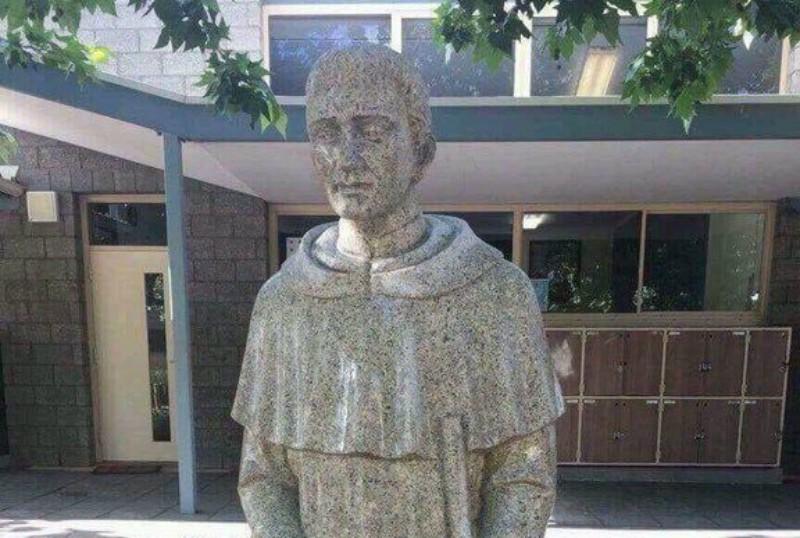 """Censuran estatua de San Martín de Porres por """"sugestiva"""""""