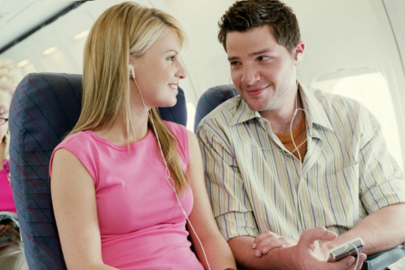 En pleno vuelo, pareja es descubierta teniendo relaciones sexuales